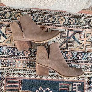 Hinge Tan Suede Stacked Heel Boot - 8.5